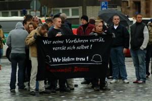 6.12.2003: Nazikundgebung in Nürnberg mit Gerhard Ittner, Foto: R. Löster