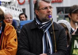 Vorbildlich: der Oberbürgermeister Jürgen Schröppel beim Protest gegen die Nazis