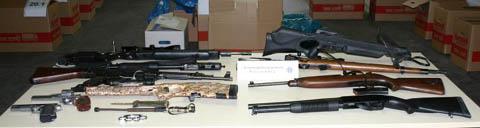 Beschlagnahmte Waffen (Foto: Polizeipräsidium Oberpfalz)