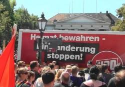 Regensburg: NPD-Lkw eingekreist von Gegendemonstranten