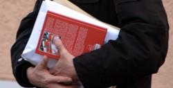 Teilnehmer verlässt mit Voigt-Buch die Veranstaltung