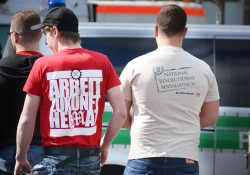 links: Kampagnenshirt zum Aufmarsch am 1.Mai in Saalfeld