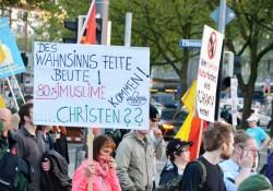 München: So übersetzt eine Teilnehmerin die angebliche Bejahung des Rechts auf Asyl