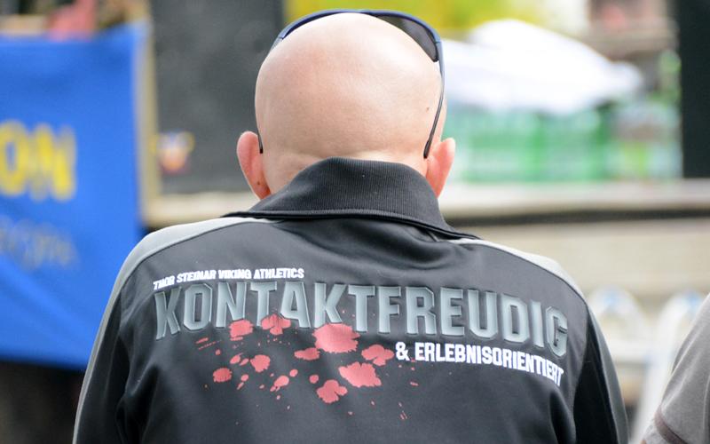 Kampf und Gewalt im rechten Merchandising. Symbolbild