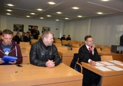Nur Gentsch und Kempken erschienen zur mündlichen Verhandlung. Viele Plätze für Prozessbeteiligte blieben leer.