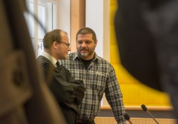 Roßmüller im Gespräch mit dem Anwalt eines weiteren Angeklagten