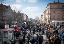 Blick auf das eine Ende der Gegendemonstration