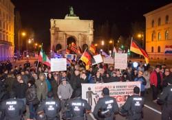 Pegida München muss nach dem Siegestor kurz stoppen