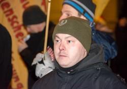 Rechtsterrorist Karl Heinz Statzberger offen mit Mütze der Neonazi-Partei Der Dritte Weg