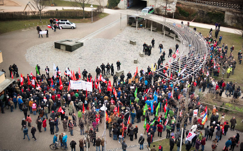 Nürnberg: Etwa 500 Gegendemonstranten gegen am Ende etwa 20 Neonazis