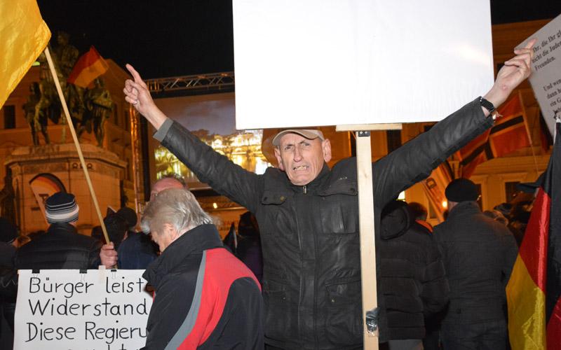 Der angeblich ruhiger gewordene Peter Meidl letzten Montag bei Pegida in München