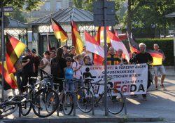 Pegida Nürnberg kam in Fürth nicht über 40 Teilnehmer hinaus (c) Roland Sauer