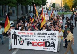 Nur 110 Teilnehmer beim Neustart von Pegida München - gewaltfrei waren die Reden auf keinen Fall