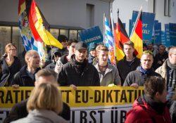 Oktober 2015: In Freilassing  schließen sich Identitäre recht offen einer AfD-Demonstration an. Archivbild