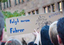 Protest gegen die Glorifizierung von NS-Verbrechern