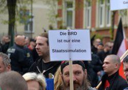 """""""Reichsbürger"""" - Gemeinsamkeit: Die BRD wird als Staat nicht anerkannt, die Gründe dafür sind durchaus heterogen. Ein Teil ist offen rechtsextrem. Foto: Symbolbild, Demonstration Saalfeld 1.Mai 2015"""